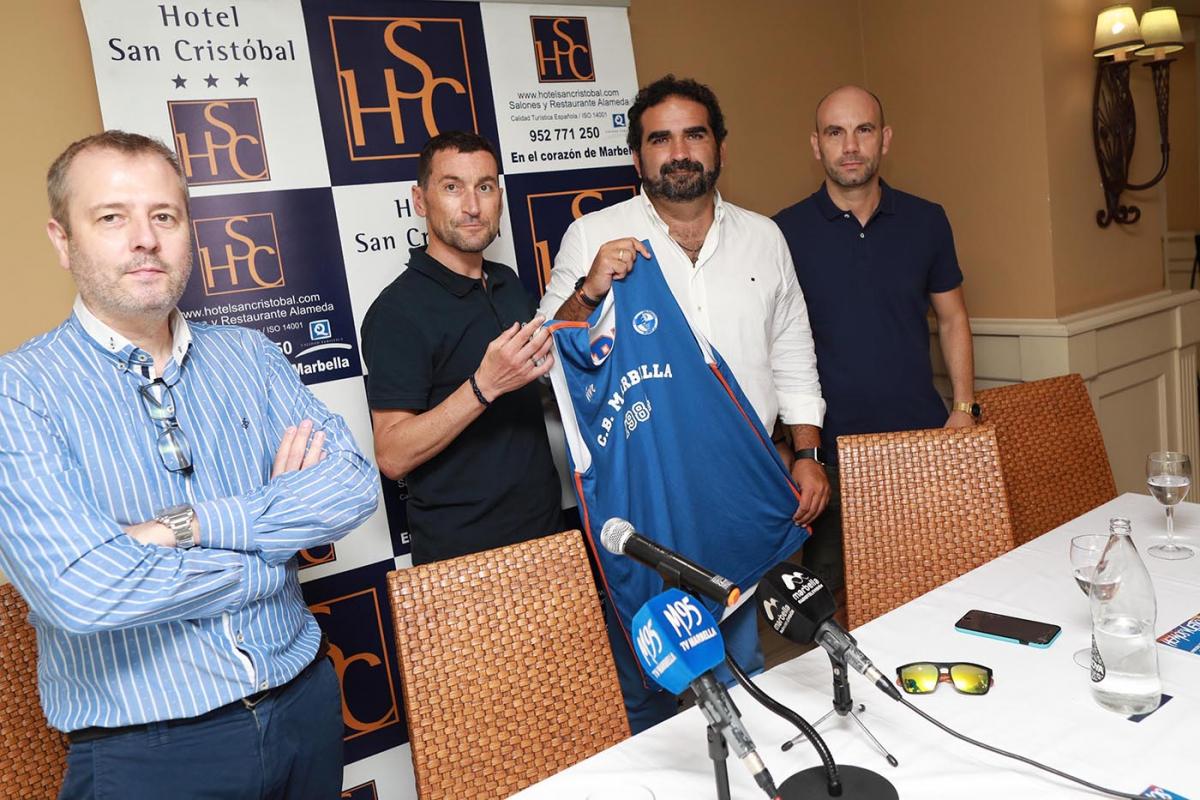 El concejal de Deportes asiste a la presentación de la campaña de abonados LEB Plata CB Marbella