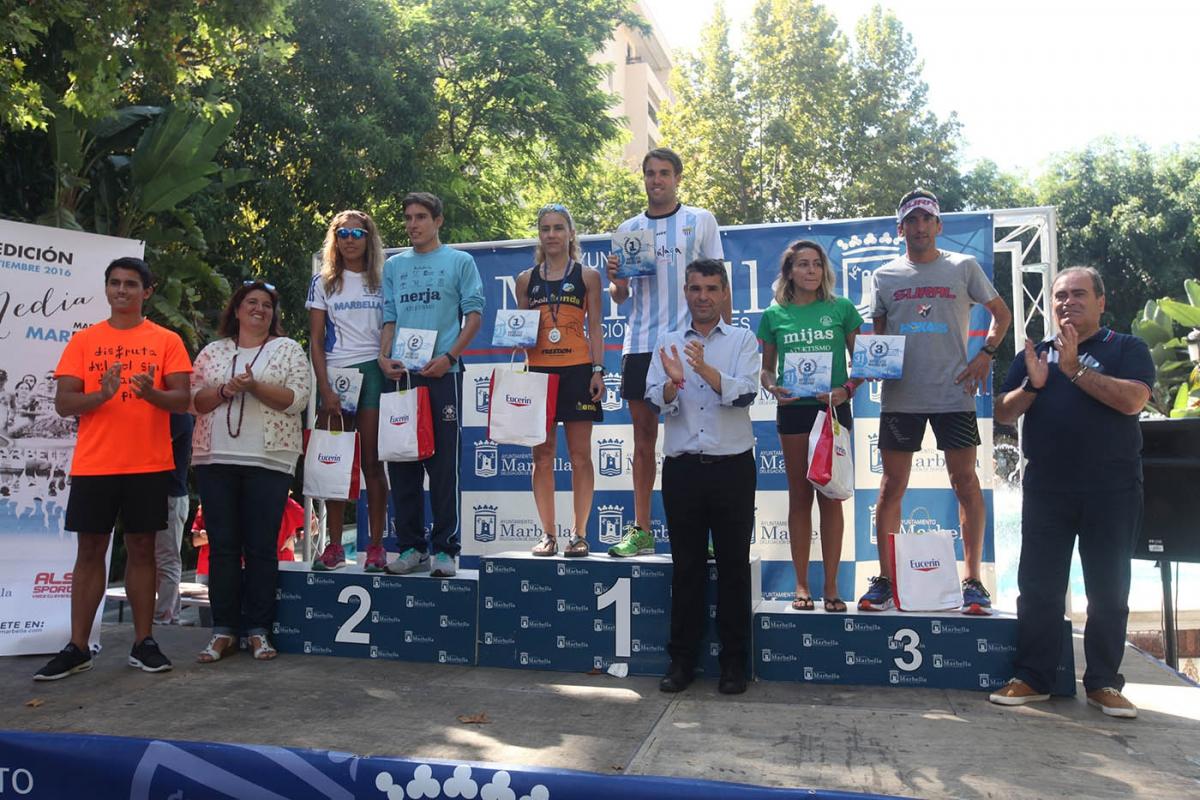 El alcalde asiste a la entrega de premios de la XXXI Media Maratón de Marbella