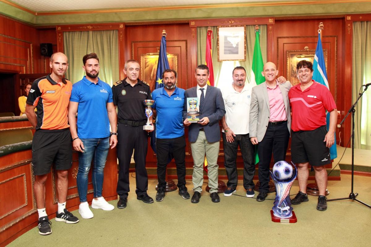 El alcalde recibe a los campeones de Europa del campeonato de Fútbol 7 de Policía Local y funcionarios del Estado