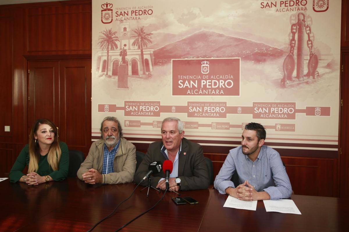 Rafael Piña respalda a la nueva Asociación Cultural Carnavalesca de San Pedro Alcántara, que nace con el objetivo de fomentar esta celebración