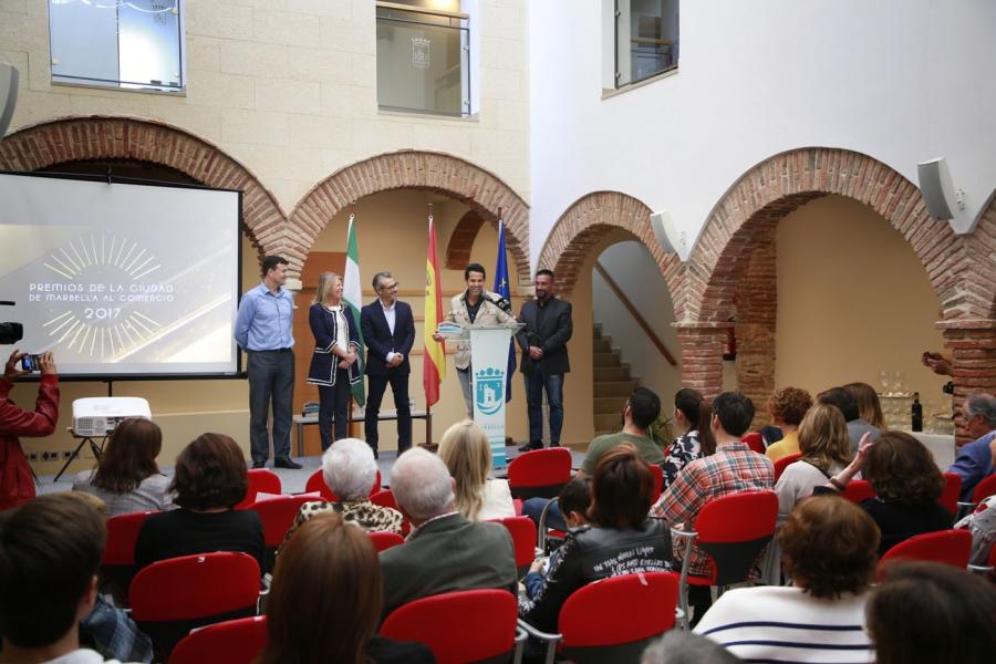 Los v premios ciudad de marbella al comercio reconocen la for La clave marbella