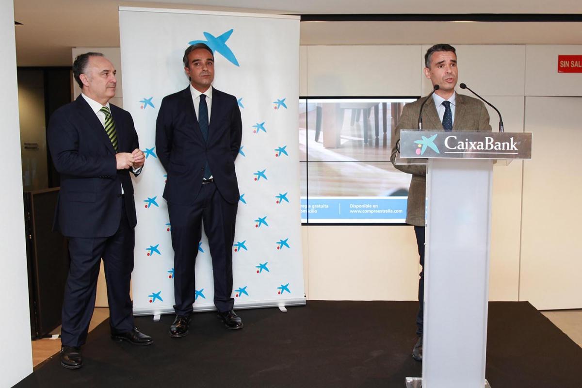 El alcalde asiste a la inauguraci n de una innovadora for Oficinas bancarias abiertas por la tarde