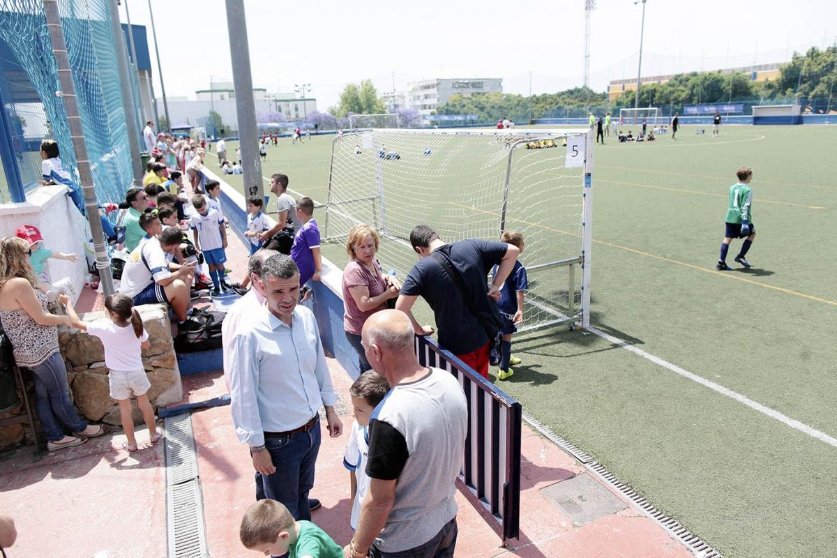 El regidor visita en el complejo deportivo antonio serrano - Complejo deportivo el mayorazgo ...