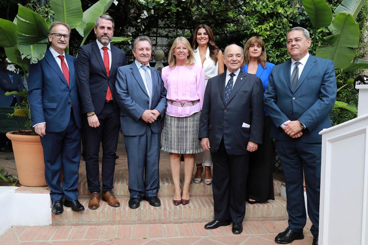 La alcaldesa destaca la figura del restaurador Santiago Domínguez, nuevo socio de honor de 'La Carta Malacitana'