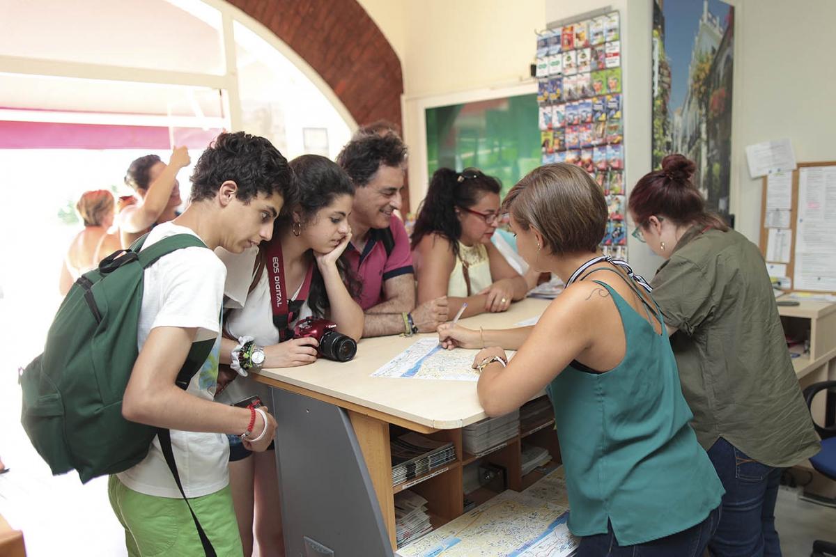 Las oficinas de turismo del municipio abrir n durante for Oficinas del ayuntamiento