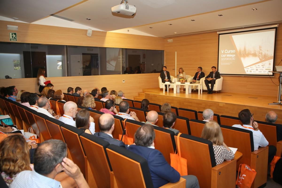 La alcaldesa apuesta por la regularización de las viviendas de uso turístico en la inauguración del V Curso del Colegio de Administradores de Fincas