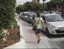 El Ayuntamiento renueva el acerado de la avenida Pilar Calvo de Nueva Andalucía continuando con la mejora de la accesibilidad en la zona
