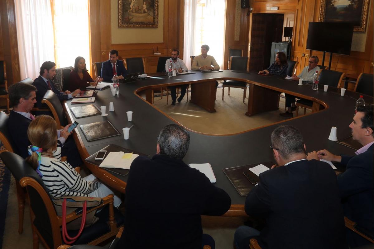 El Ayuntamiento celebra una reunión con el tejido empresarial de la ciudad dentro del Foro 'Invest in Cities' para potenciar los atractivos de Marbella y atraer inversiones