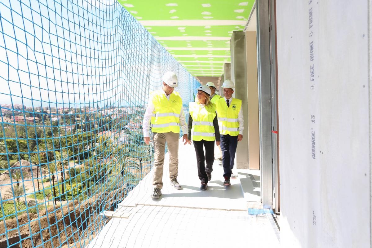 La alcaldesa visita las obras del Club Med Magna Marbella, que abrirá sus puertas en la primavera de 2020