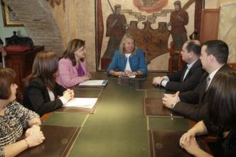 La alcaldesa anuncia un convenio de colaboración con la Asociación de Altas Capacidades de Marbella y San Pedro Alcántara