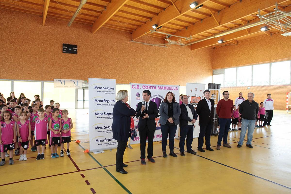 El alcalde asiste a la presentación de los equipos del Club de Baloncesto Costa Marbella 2016/17