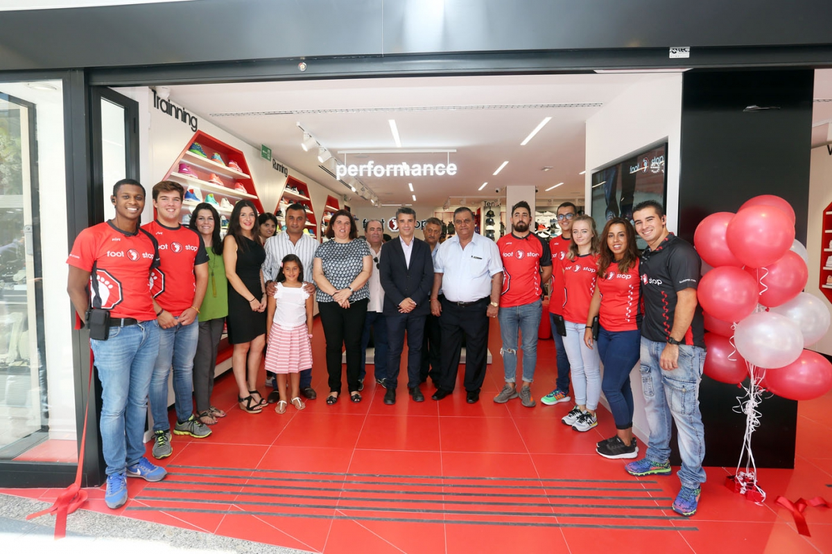 El alcalde asiste a la inauguración de un nuevo establecimiento en Marbella