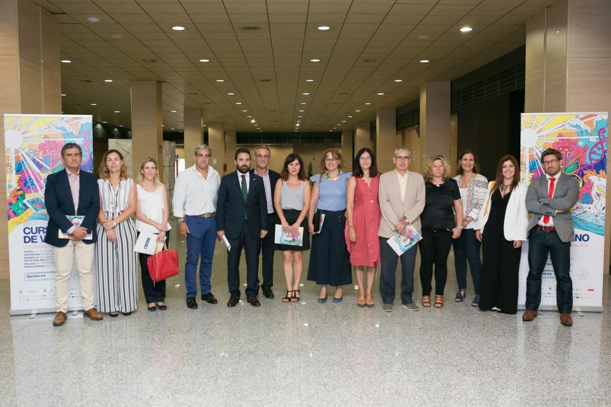 Isabel Pérez asiste a la clausura de los Cursos de Verano de la UMA en Marbella