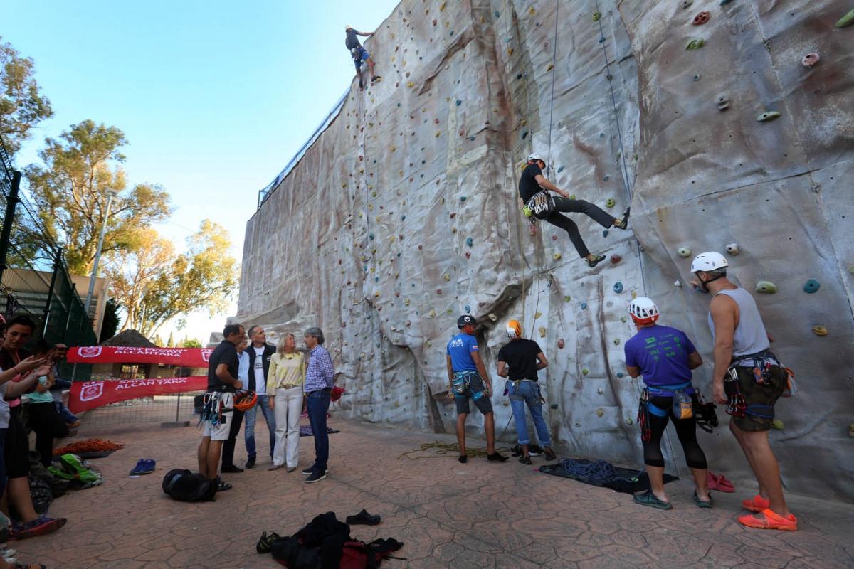El Ayuntamiento recupera y pone en funcionamiento el rocódromo de San Pedro Alcántara para uso de los clubes de escalada