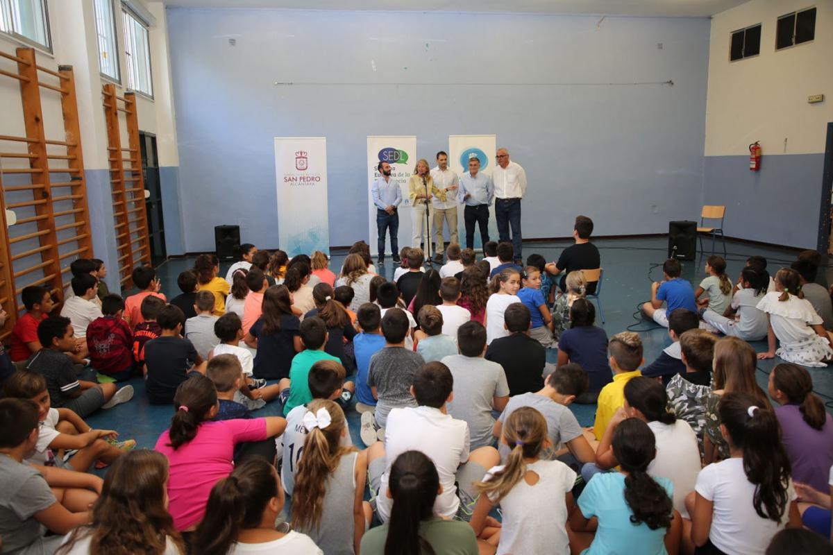 Más de 700 alumnos de Primaria han participado en la actividad 'La alcaldesa y los concejales visitan mi cole', con motivo de la Semana Europea de la Democracia Local