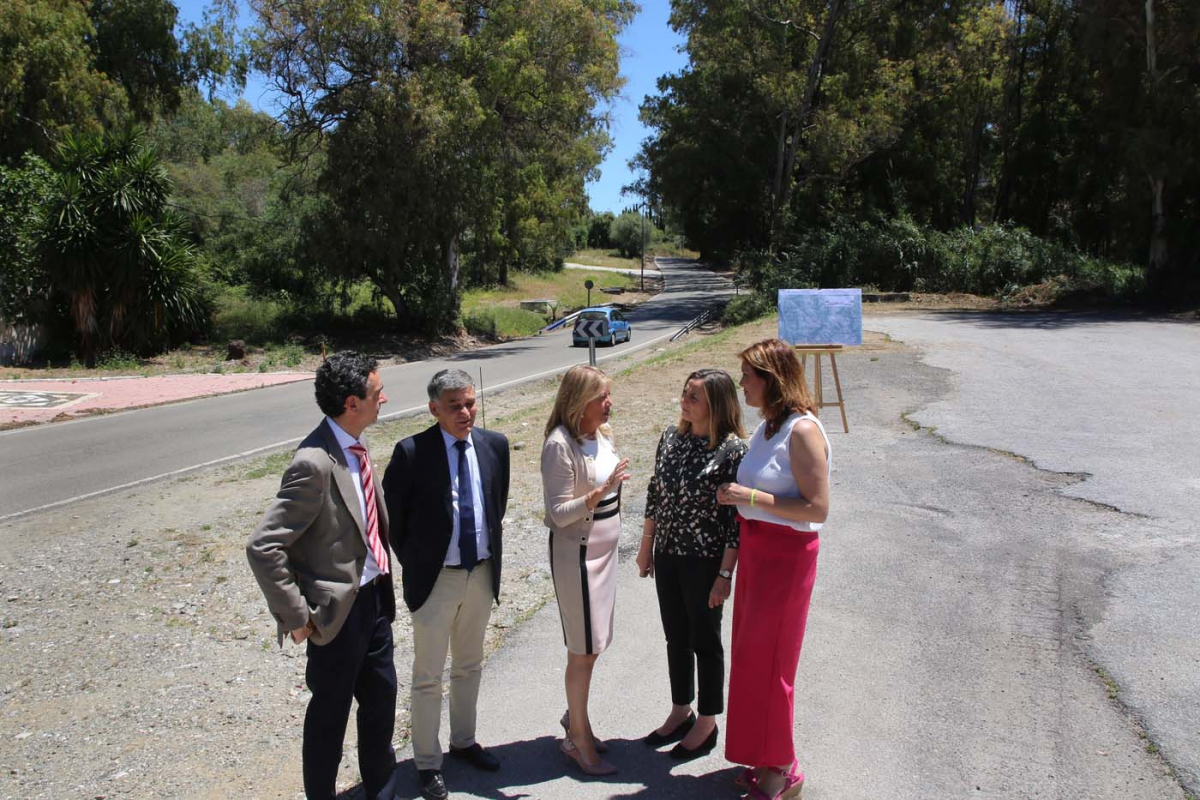 Ayuntamiento y Junta de Andalucía firman un protocolo para mejorar la seguridad en el tramo urbano de la carretera de Istán