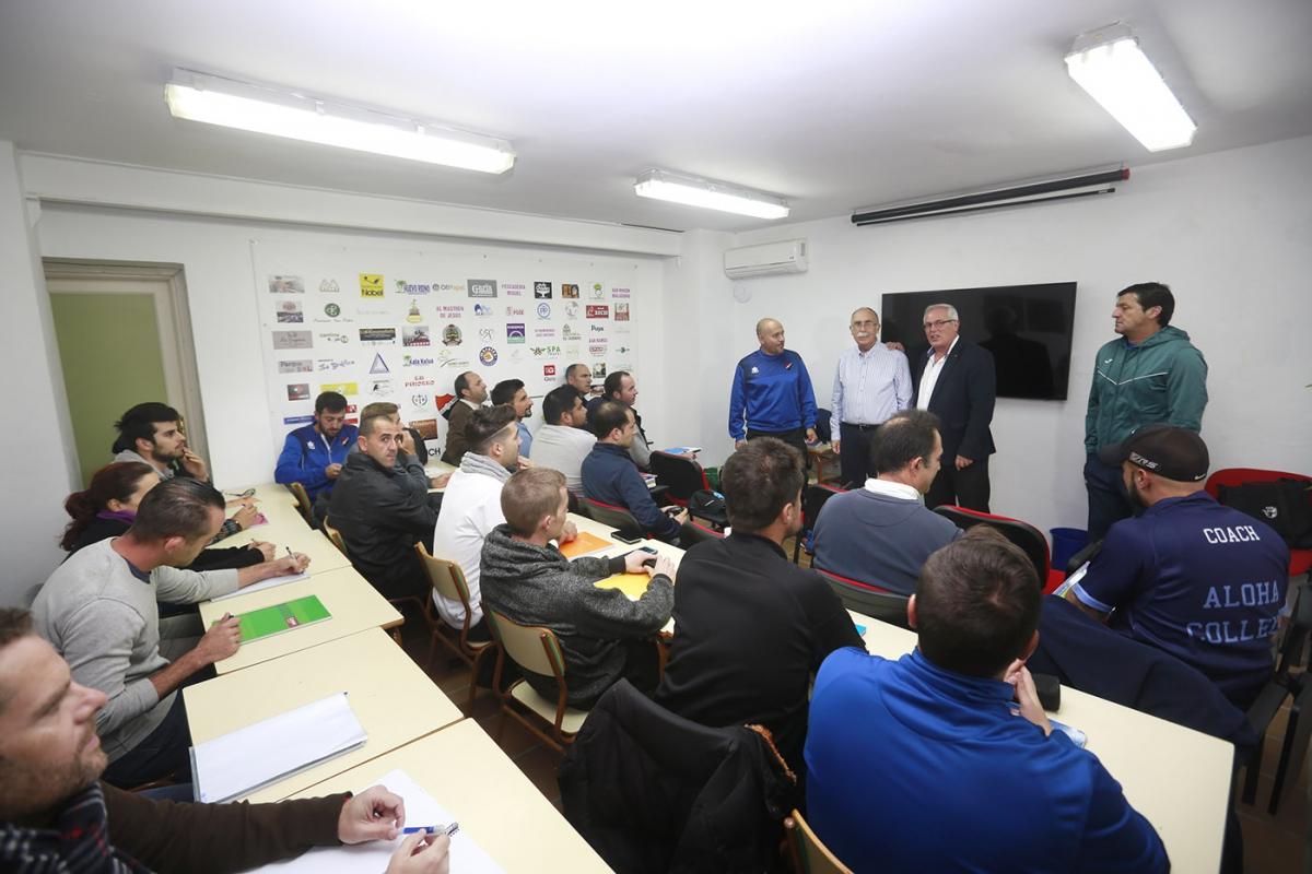 El teniente de alcalde de San Pedro Alcántara asiste a la inauguración del Curso Federativo de Entrenador Básico