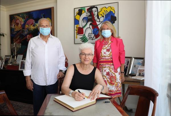 La alcaldesa mantiene una reunión con la embajadora de Israel en España