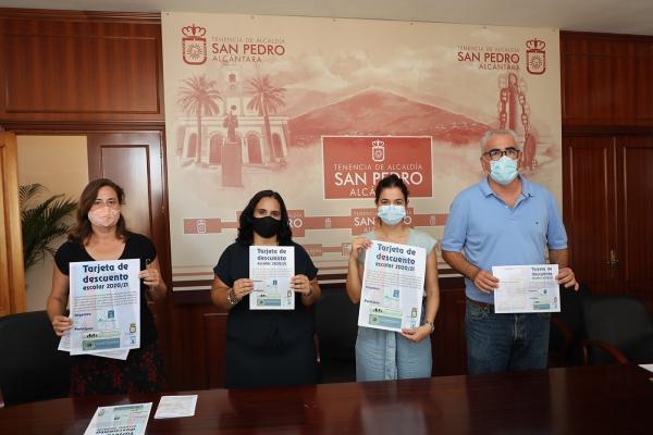 La Tenencia de Alcaldía de San Pedro Alcántara apoya nuevamente la iniciativa de Apymespa de repartir 2.500 tarjetas de descuento para escolares en una veintena de comercios locales