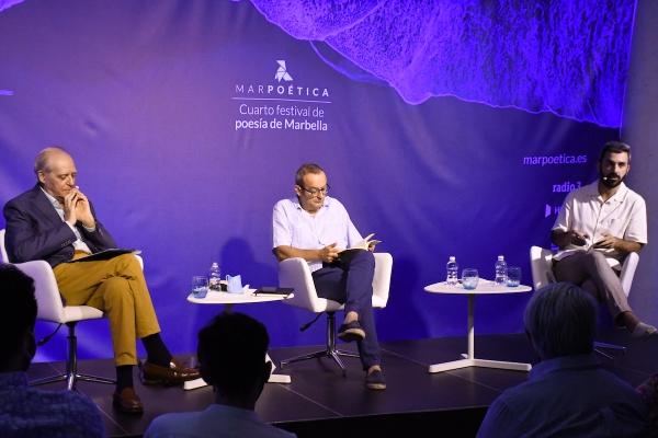 """El escritor Guillermo Carnero reivindica la poesía como """"un acto de intensidad y conocimiento"""" en la penúltima noche de Marpoética"""