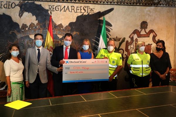 La Fundación La Caixa respalda con una aportación de 30.000 euros la iniciativa de la tarjeta-monedero para familias vulnerables impulsada por el Ayuntamiento en colaboración con la asociación DYA