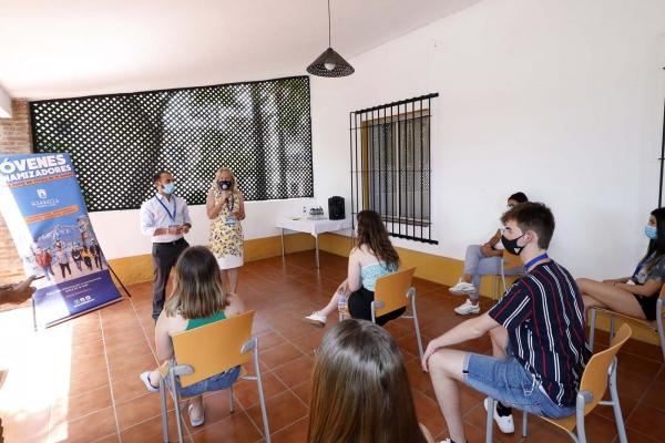 El Ayuntamiento motiva a los jóvenes dinamizadores del municipio con la organización de un encuentro lúdico en el Albergue África