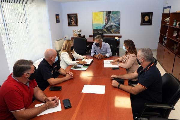 """Díaz destaca que el dispositivo de playas ha alcanzado hasta los 250 efectivos diarios y subraya que la coordinación entre unidades """"ha garantizado la seguridad y tranquilidad en todo el litoral"""""""