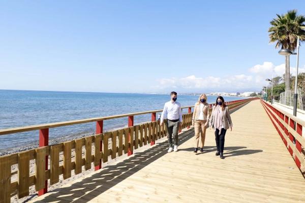 El Ayuntamiento incorpora un nuevo tramo al Paseo Marítimo entre el camping Marbella y Río Real con la creación de una pasarela de 700 metros