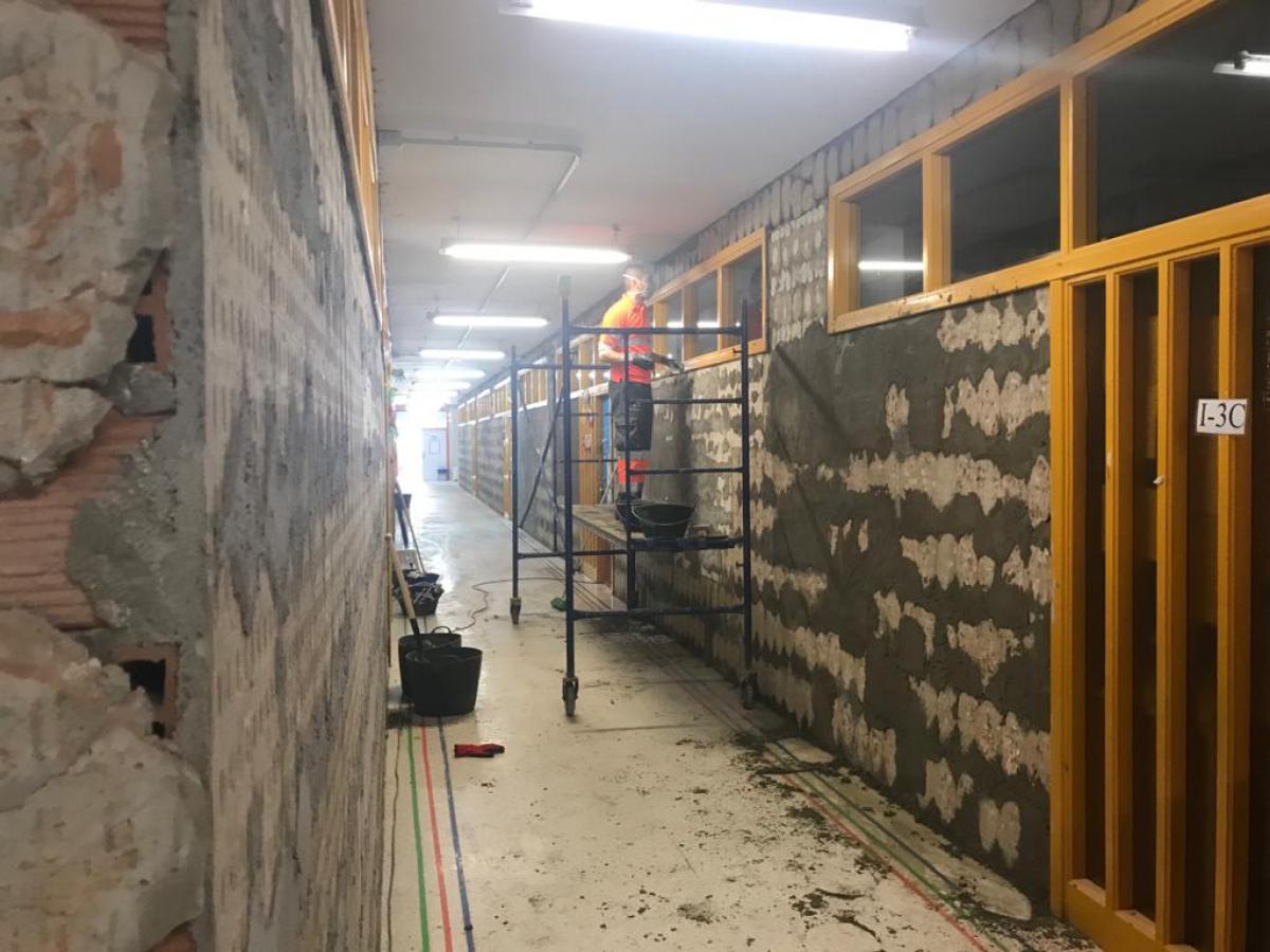 El Ayuntamiento destina 130.000 euros a trabajos de mejora y reparación en los centros educativos de infantil y primaria de San Pedro Alcántara