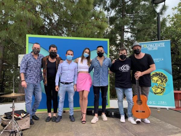 El 'Polivalente Fest' completa su aforo en su segundo concierto con los artistas El Pirata, Davinia Escalona, Juanjo Alcántara y Ana Soto como protagonistas