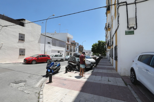 El Ayuntamiento destinará cerca de 800.000 euros a la regeneración urbana de varias calles de San Pedro Alcántara para mejorar sus infraestructuras, la accesibilidad y los servicios públicos