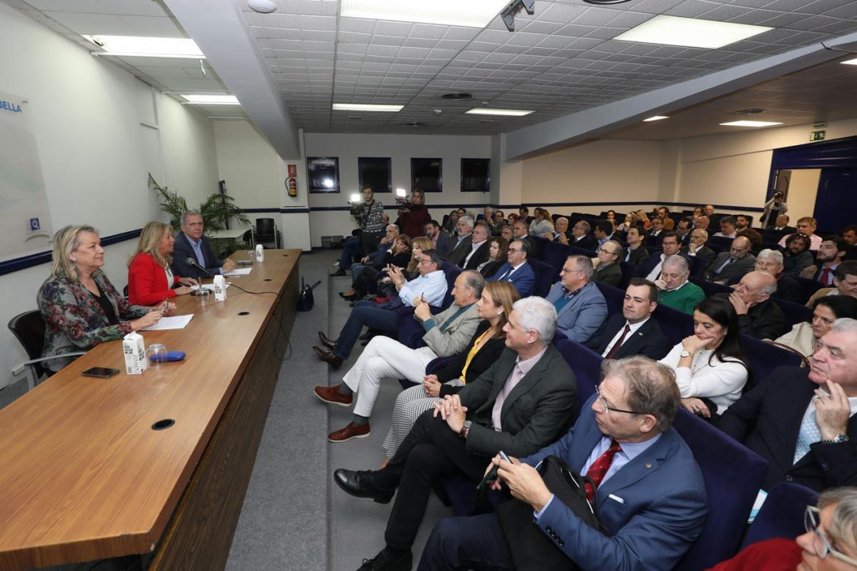 """La alcaldesa anima a colectivos y ciudadanos a participar activamente en la elaboración del nuevo PGOU """"para que sea un documento de todos"""""""
