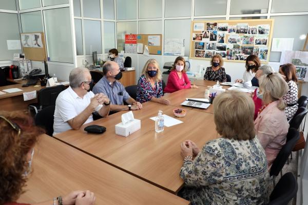 La alcaldesa se reúne con Cáritas de Divina Pastora para informarle sobre el proyecto de construcción de la primera residencia pública de mayores de Marbella