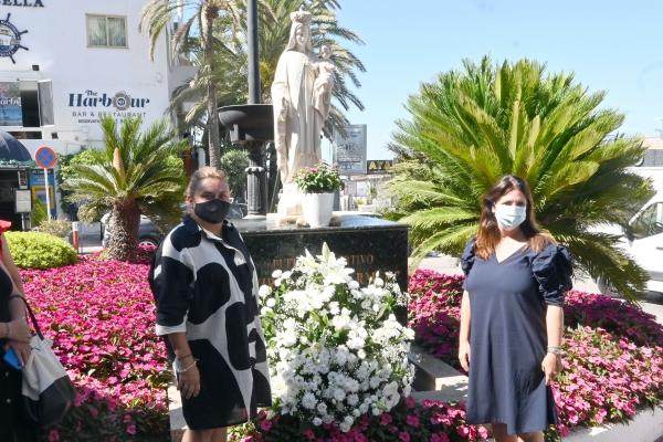 El Ayuntamiento y la Hermandad de la Virgen del Carmen realizan la tradicional ofrenda floral a la Patrona en el Puerto Deportivo de Marbella