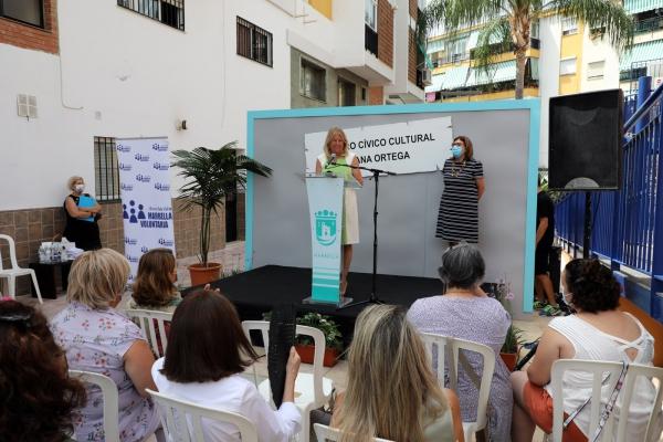"""La alcaldesa destaca la """"generosidad y entrega de Ana Ortega hacia los más vulnerables"""" en el acto de homenaje a su memoria, en el que se ha dado su nombre al Centro Cívico de Divina Pastora"""