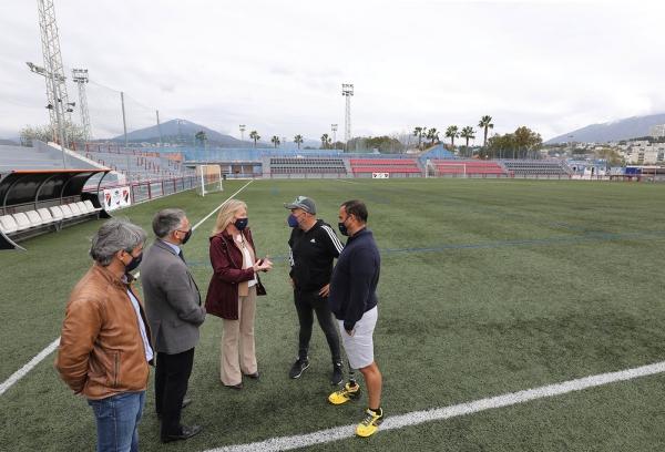 La alcaldesa destaca el avance de los trabajos para la remodelación integral del Estadio municipal Antonio Naranjo de San Pedro Alcántara, cuya ejecución alcanza un 50%