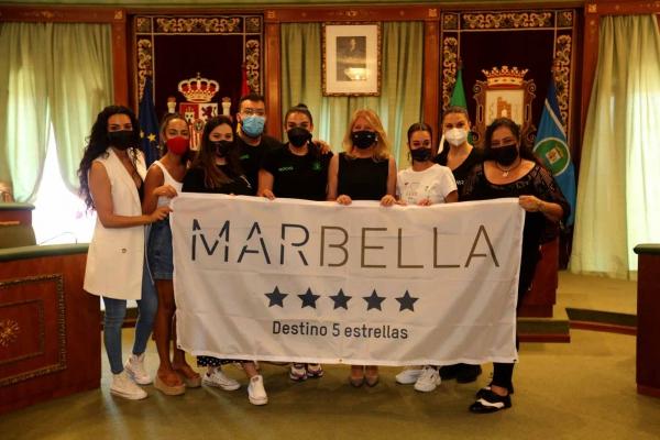 La alcaldesa recibe a cinco academias de baile que representarán a la ciudad en la final del concurso 'Vive tu sueño', que tendrá lugar en Tarragona del 18 al 20 de junio