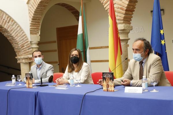 El Hospital Real de la Misericordia alberga la presentación del libro 'Las Voces de la Semana Santa-El Léxico cofrade en Málaga y Andalucía', de la autora marbellí Laura García Mesa