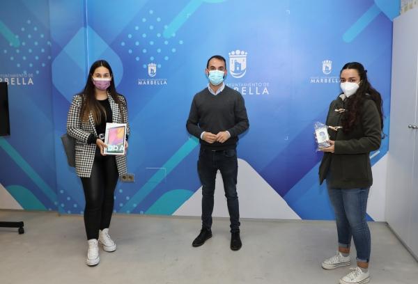 Juventud entrega los premios del concurso 'Tik Tok Felicita Tu Navidad' a María Gómez, Marina Martín y Miguel Ángel González
