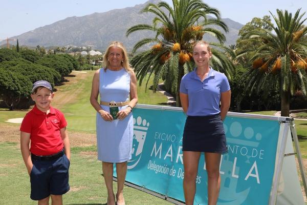 La alcaldesa destaca la iniciativa 'Pasaporte del Golf' para atraer a aficionados a este deporte y dinamizar el sector este verano