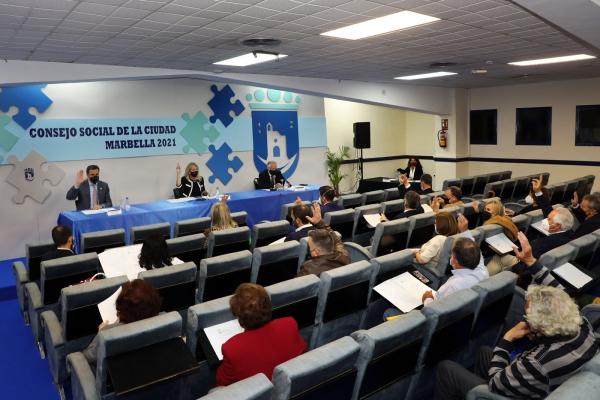 La alcaldesa destaca el avance en la tramitación del nuevo Plan General de Ordenación Urbanística de Marbella y de los fondos FEDER en la celebración del Consejo Social de la Ciudad