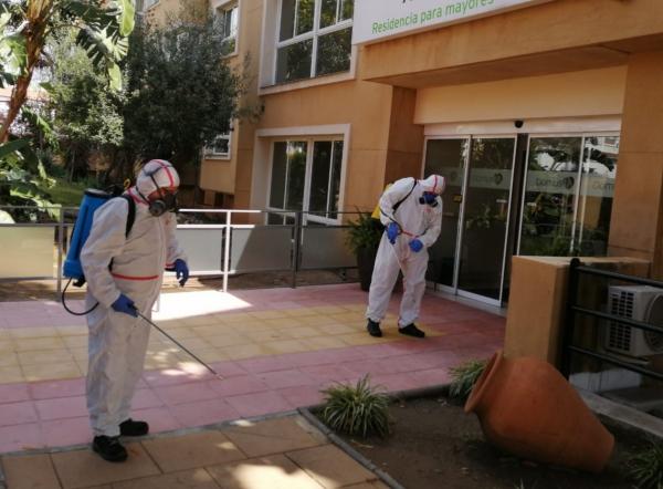 El Ayuntamiento suma el interior de las farmacias y las residencias de mayores a su campaña de desinfección frente al Covid-19