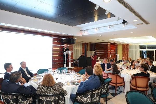 La Asociación de la Pequeña y Mediana Empresa de Marbella otorga un galardón al Ayuntamiento en reconocimiento a su apoyo al colectivo durante la pandemia