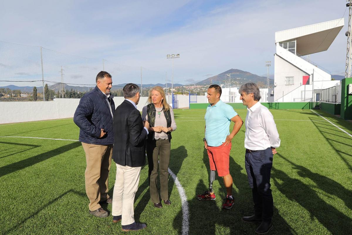El Ayuntamiento remodela las dos pistas de fútbol 5 anexas al Estadio Municipal de San Pedro Alcántara e inicia la licitación para renovar el campo del polideportivo Juan José Almagro