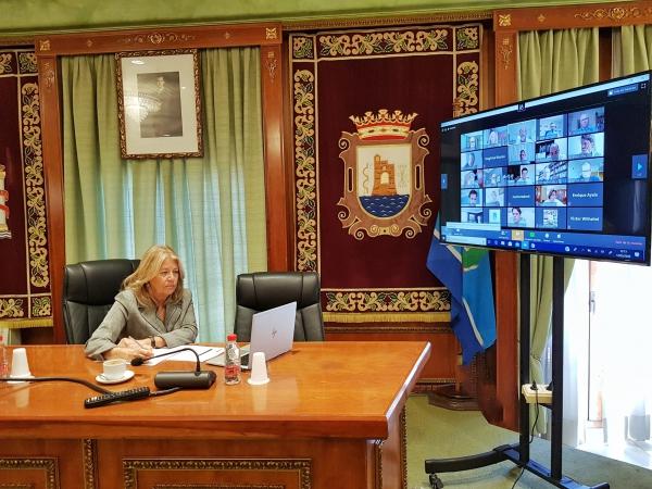 El Ayuntamiento y el sector hotelero estudian medidas conjuntas en materia de promoción y apoyo fiscal de cara a la reapertura de los establecimientos