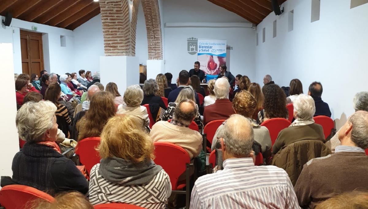 Más de 120 personas asisten a la primera conferencia del Ciclo de Bienestar y Salud 'Marbella Cuida'
