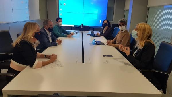 La alcaldesa mantiene diversas reuniones en la Consejería de Fomento para avanzar en las iniciativas hoteleras incluidas en la Aceleradora de Proyectos y en otras actuaciones previstas en las carreteras de Istán y Ojén