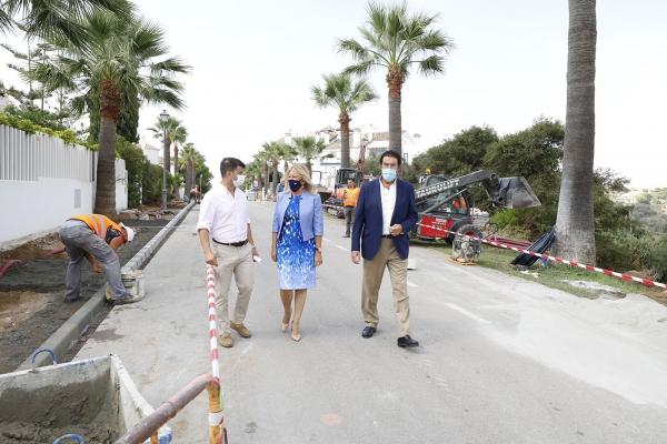 El Ayuntamiento acomete la remodelación integral de la avenida Jacaranda de Las Chapas para garantizar la seguridad vial y mejorar los equipamientos en el entorno