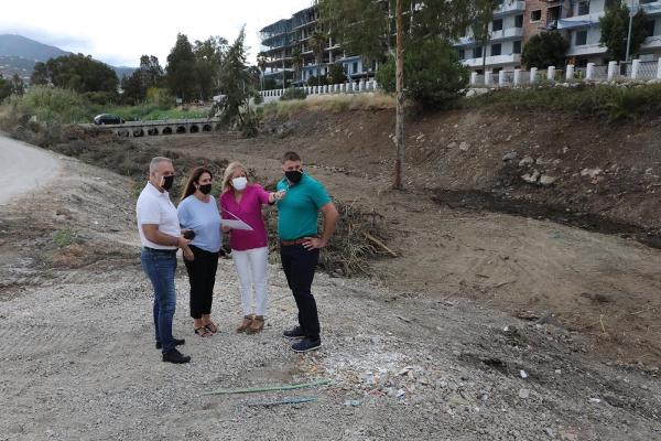 El Ayuntamiento continúa en el río Guadaiza la limpieza de cauces del municipio para garantizar su perfecto estado de cara a la época de lluvias