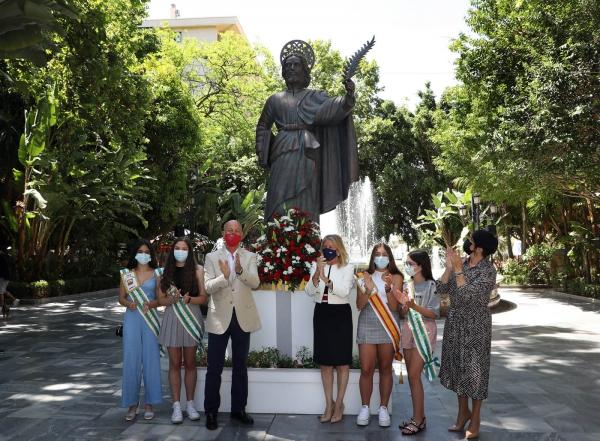 """La alcaldesa anima en la ofrenda floral a San Bernabé a disfrutar de la semana en honor al Santo Patrón de Marbella """"con prudencia"""""""
